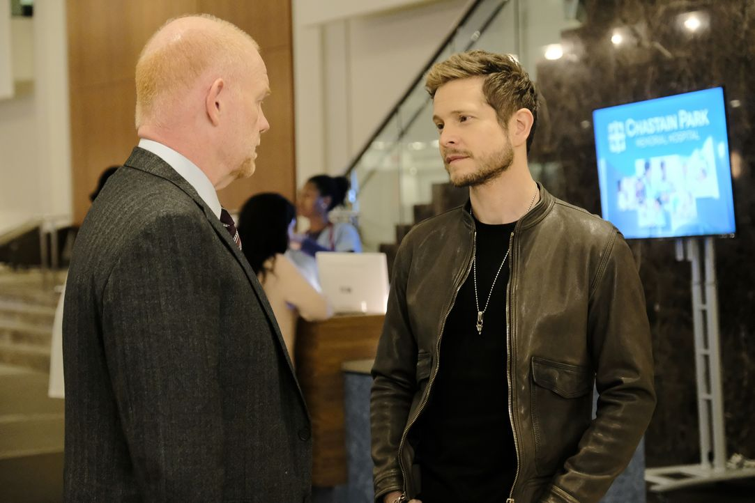 Marshall Winthrop (Glenn Morshower, l.); Dr. Conrad Hawkins (Matt Czuchry, r.) - Bildquelle: Guy D'Alema 2018-2019 Twentieth Century Fox Film Corporation.  All rights reserved. / Guy D'Alema