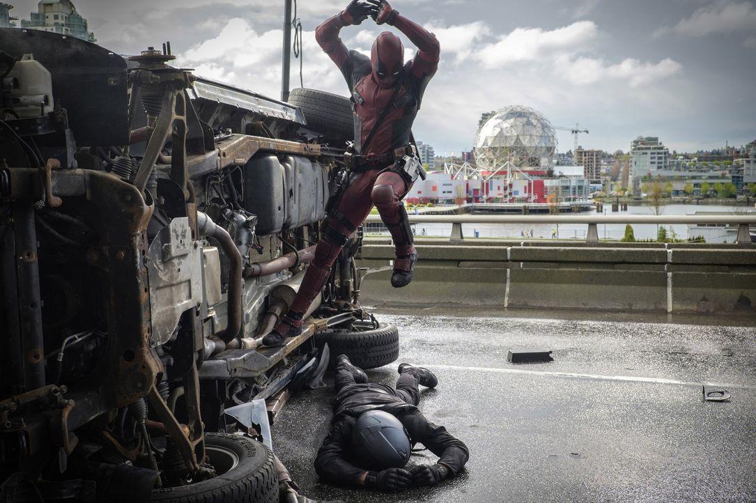 Deadpool (Ryan Reynolds) lässt sich nicht mehr stoppen: Mit seinen neu gewonnenen Superkräften richtet er auf seinem Rachefeldzug ein gehöriges Chao... - Bildquelle: Joseph Lederer 2016 Twentieth Century Fox Film Corporation.  All rights reserved.  MARVEL   2016 MARVEL
