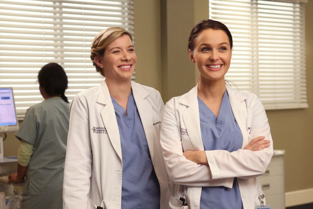 Die Arbeit im Krankenhaus fällt Jo (Camilla Luddington, r.) und Leah (Tessa Ferrer, l.) nicht immer leicht ... - Bildquelle: ABC Studios