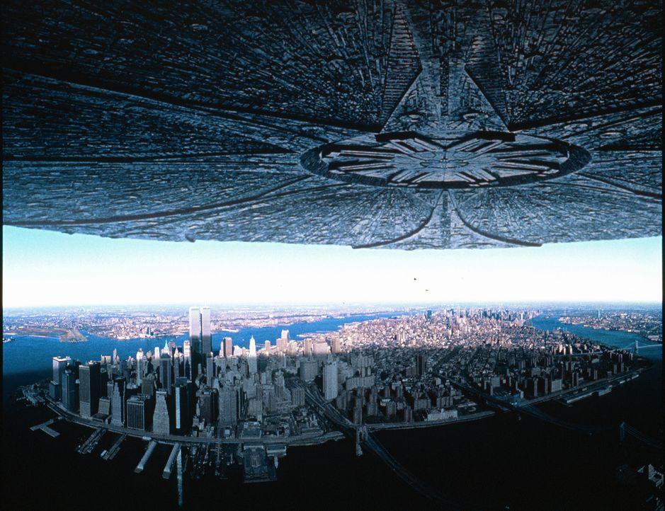 Zwei Tage vor dem amerikanischen Unabhängigkeitstag tauchen überall auf der Erde riesige Raumschiffe auf, die mit der systematischen Vernichtung des... - Bildquelle: 20th Century Fox Film Corporation