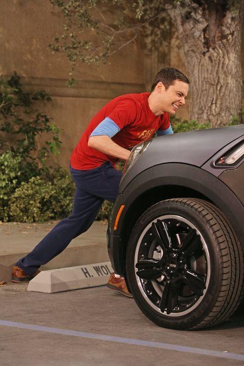 Als die Universität Sheldons (Jim Parsons) Parkplatz an Howard vergibt, beginnt ein Streit, der sich auf die ganze Clique auswirkt ... - Bildquelle: Warner Bros. Television