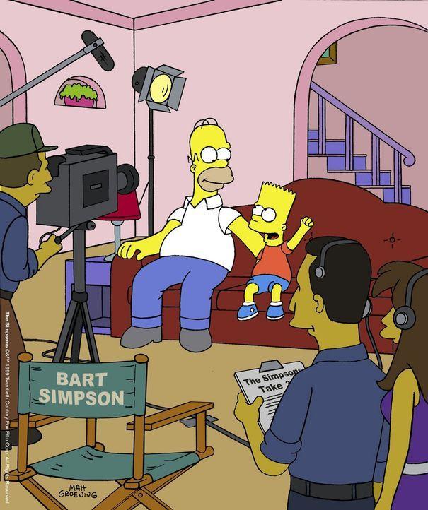 """Homer (hinten l.) und Bart (hinten r.) als Hauptdarsteller in der selbst gedrehten """"Simpsons""""-Serie. - Bildquelle: und TM Twenthieth Century Fox Film Corporation - Alle Rechte vorbehalten"""