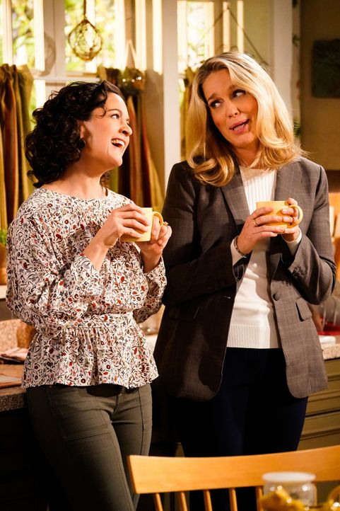 Marcy (Kali Rocha, l.); Kelly (Jessica St. Clair, r.) - Bildquelle: Greg Gayne 2019 CBS Broadcasting Inc. All Rights Reserved. / Greg Gayne