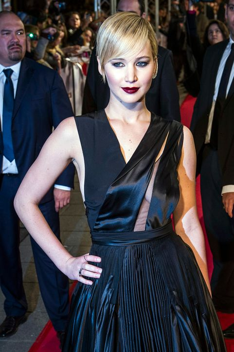 Jennifer-Lawrence-Tribute2-Premiere-Frankreich-131115-dpa - Bildquelle: dpa