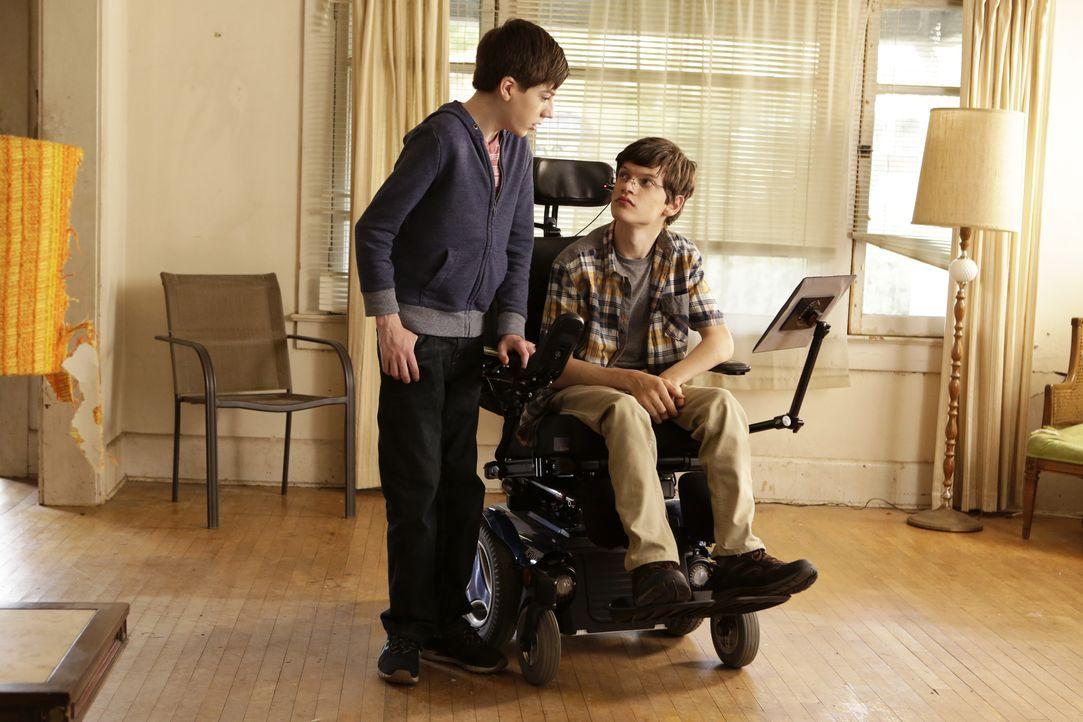 Ray (Mason Cook, l.) fühlt sich gelegentlich ein wenig von seiner Mutter wegen seinem behinderten Bruder JJ (Micah Fowler, r.) vernachlässigt ... - Bildquelle: 2016-2017 American Broadcasting Companies. All rights reserved.