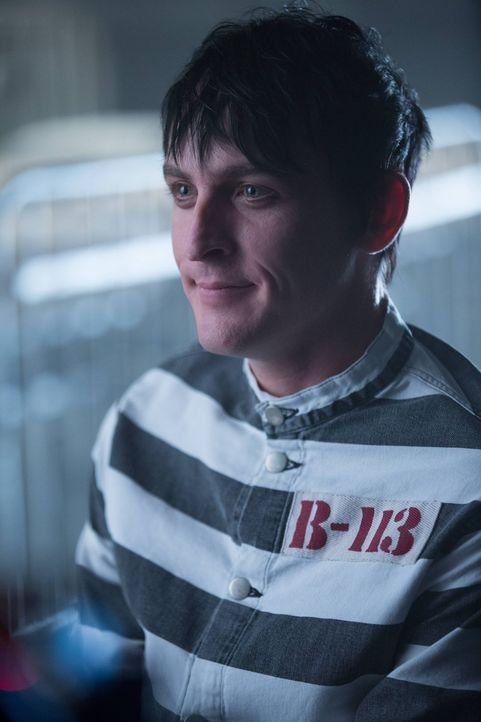 Seine Behandlung wird von Dr. Strange nach einigen Tests als beendet erklärt und er wird wieder freigelassen: Penguin (Robin Lord Taylor) ... - Bildquelle: Warner Brothers