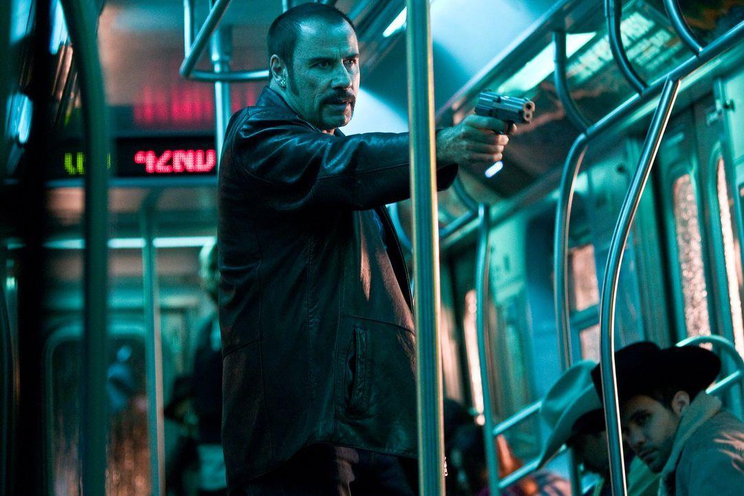 Zehn Millionen Dollar in 60 Minuten fordert der Entführer (John Travolta) der U-Bahn Pelham 123 von der Stadt New York. Jede weitere Minute kostet... - Bildquelle: 2009 Columbia Pictures Industries, Inc. and Beverly Blvd LLC. All Rights Reserved.