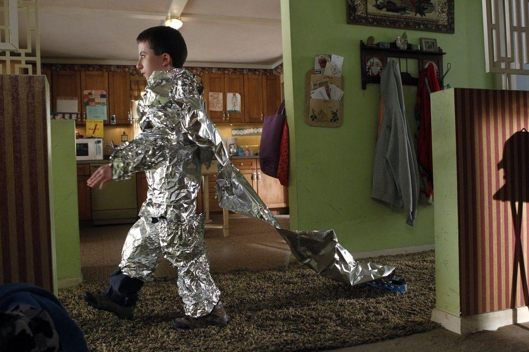 Während seine Mutter die Einkäufe erledigt, ist Brick (Atticus Shaffer) auf einer ganz anderen Mission ... - Bildquelle: Warner Brothers