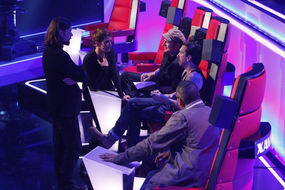 """Jede Stimme zählt! In den """"Liveshows"""" sind die Zuschauer am Zug. Zusammen mit Nena (2.v.l.), Xavier Naidoo (r.), Rea Garvey (l.) und Sascha (M.) un... - Bildquelle: Richard Hübner SAT.1/ProSieben"""