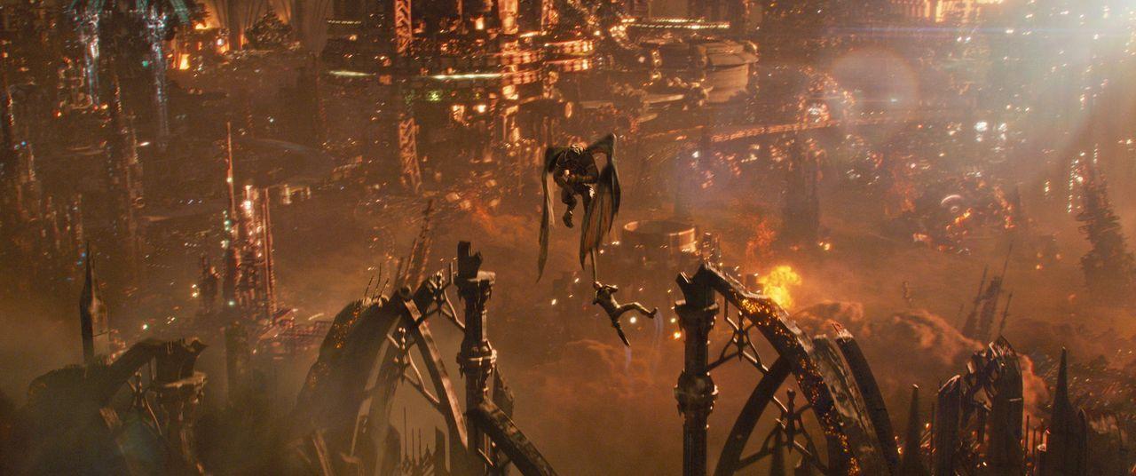 Jupiter-Ascending-20-Warner-Bros-Entertainment-Inc - Bildquelle: 2014 Warner Bros. Entertainment Inc