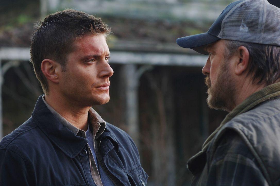 30 Stunden bevor Deans (Jensen Ackles, l.) Deal endet, suchen die Winchesters zusammen mit Bobby (Jim Beaver, r.) nach einer Lösung. Doch werden si... - Bildquelle: Warner Bros. Television