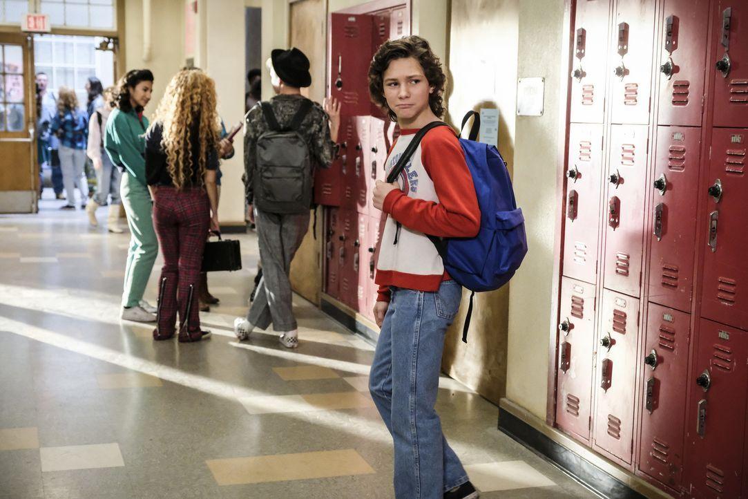Georgie (Montana Jordan) und seine Familie wundern sich über Sheldons neues, aufblühendes Sozialleben ... - Bildquelle: Warner Bros. Television