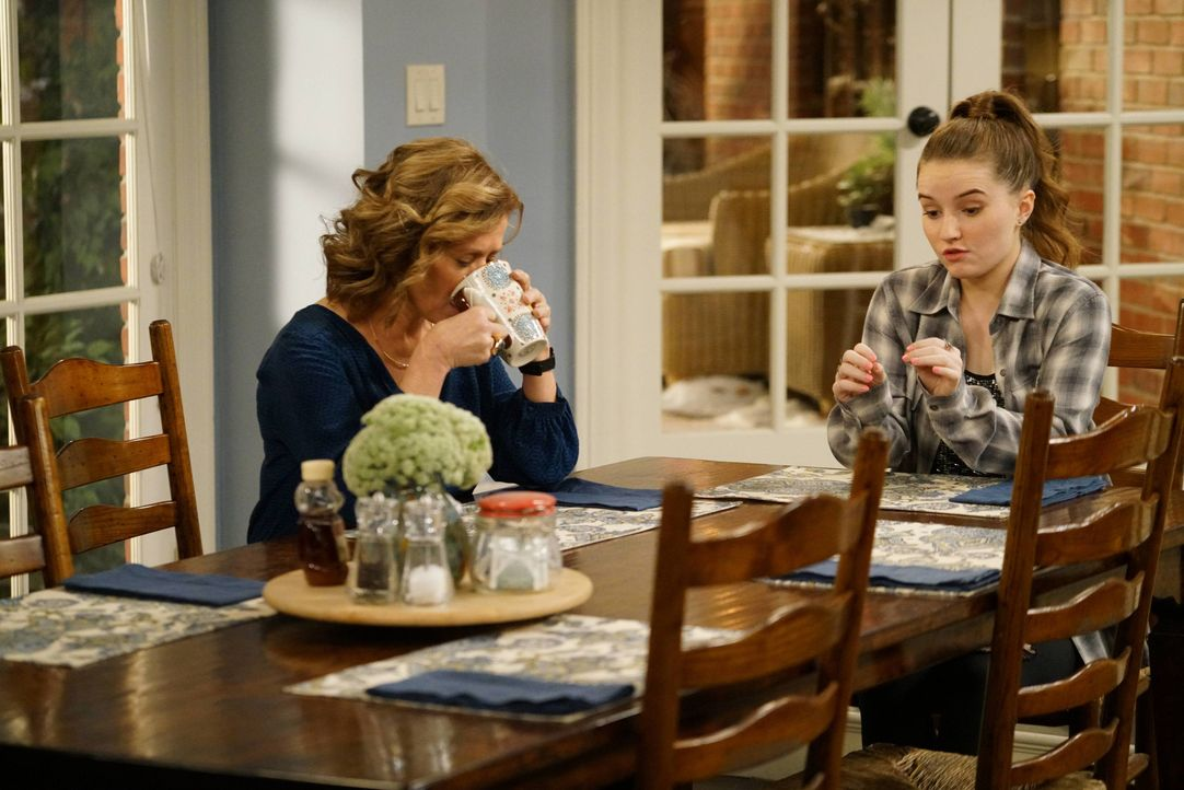 Vanessa Baxter (Nancy Travis, l.); Eve Baxter (Kaitlyn Dever, r.) - Bildquelle: 2015-2016 American Broadcasting Companies. All rights reserved.