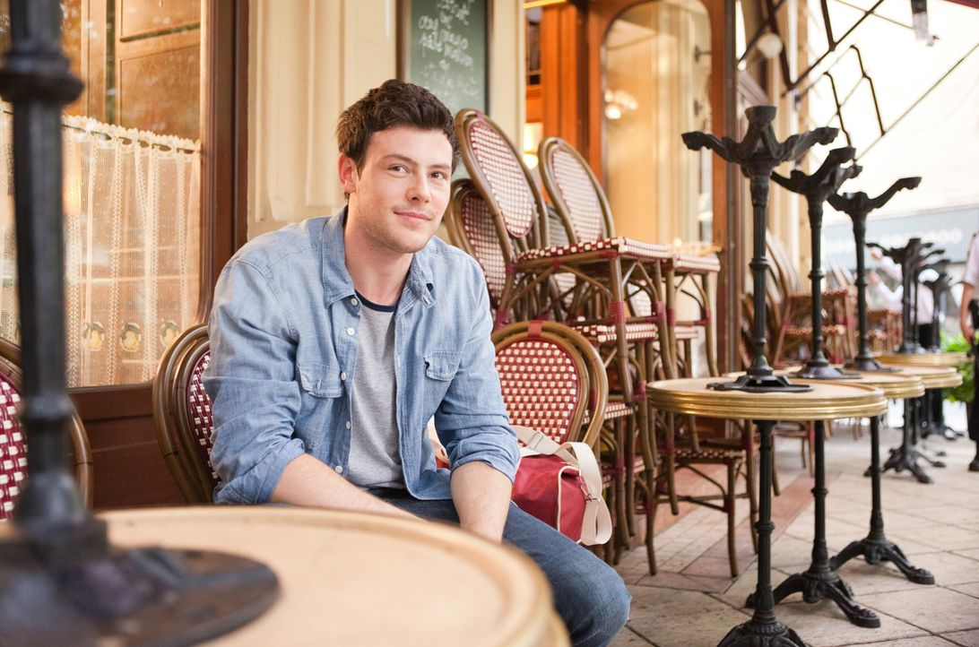 Zunächst versucht Owen (Cory Monteith) mit Hilfe eines Heiratsantrags Emmas Trip nach Paris zu verhindern. Dann taucht er dort auf - und das Chaos i... - Bildquelle: Larry D Horricks 2011 Twentieth Century Fox Film Corporation. All rights reserved.