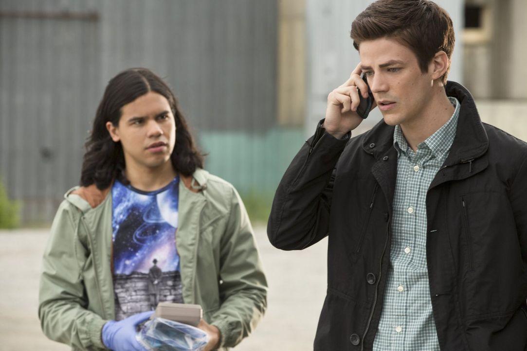 Gemeinsam versuchen sie herauszufinden, was General Eiling vorhat: Cisco (Carlos Valdes, l.) und Barry alias The Flash (Grant Gustin, r.) ... - Bildquelle: Warner Brothers.