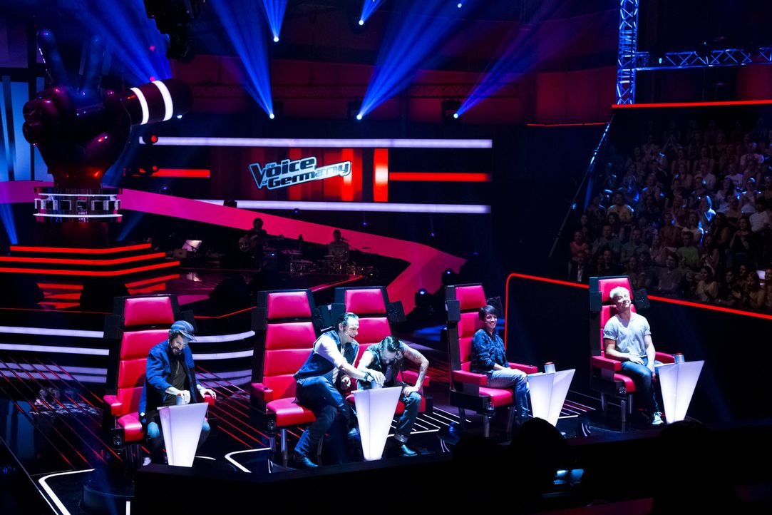 "It's new, but still The Voice: Bei ""The Voice of Germany"" nehmen die Coaches Nena (2.v.r.), Max Herre (l.), Samu Haber (r.), Alec Völkel aka Boss B... - Bildquelle: Richard Hübner SAT.1/ProSieben"