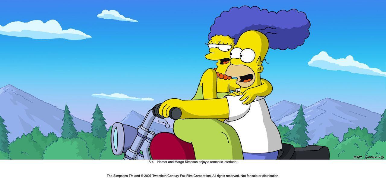 Auch nach vielen Ehejahren können Marge (l.) und Homer (r.) immer noch romantische Stunden zu zweit genießen ... - Bildquelle: 2007 Twentieth Century Fox Film Corporation