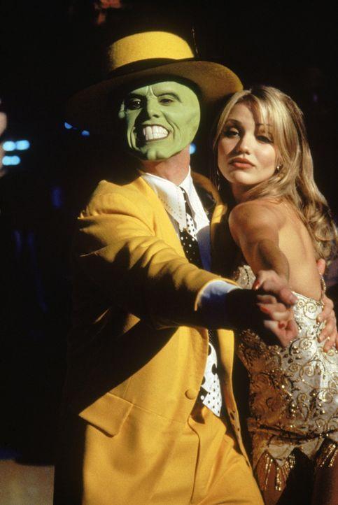 Als ' Die Maske' erobert Stanley (Jim Carrey, l.) im Sturm Tinas (Cameron Diaz) Herz ... - Bildquelle: Warner Bros.
