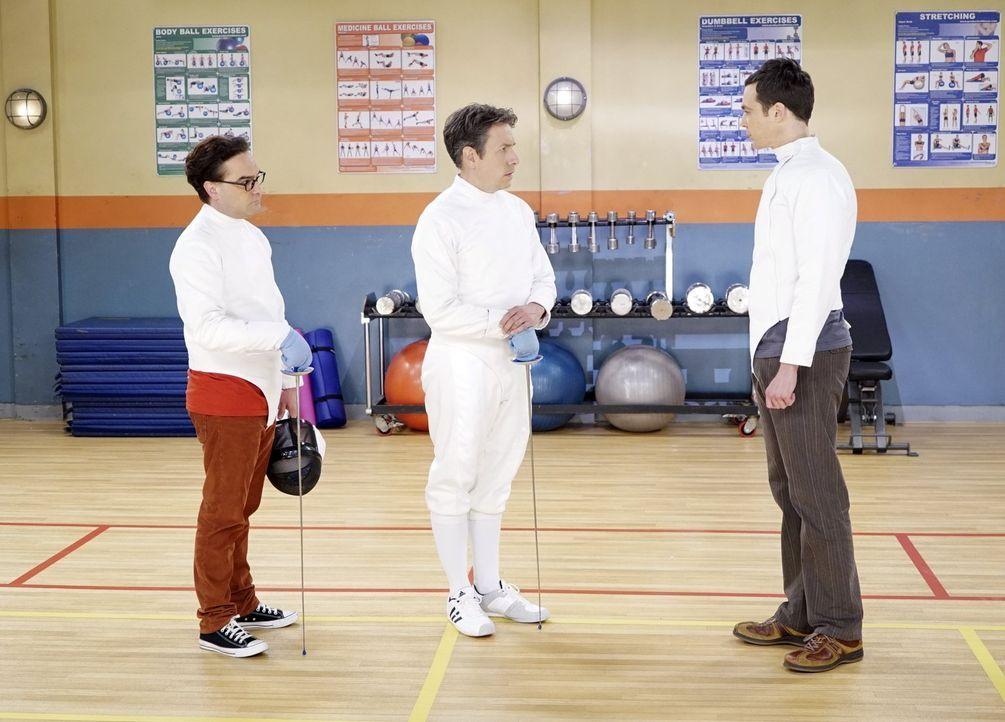Als Sheldon (Jim Parsons, r.) von Leonard (Johnny Galecki, l.) erfährt, dass Kripke (John Ross Bowie, M.) Amy um ein Date bitten möchte, würde er am... - Bildquelle: 2015 Warner Brothers