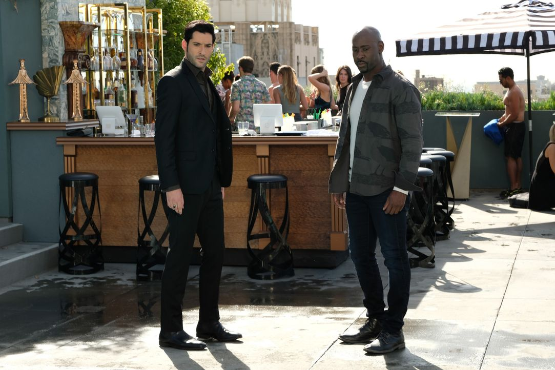 Lucifer (Tom Ellis, l.); Amenadiel (D.B. Woodside, r.) - Bildquelle: Ray Mickshaw 2017 Fox Broadcasting Co.