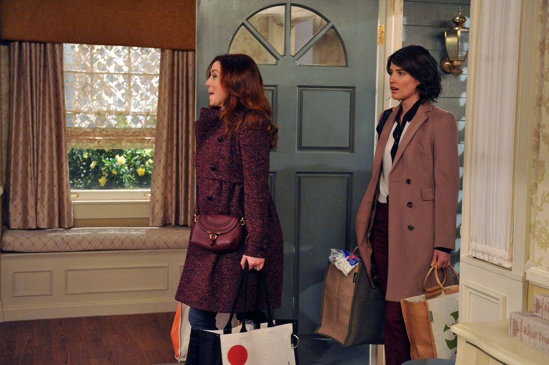 Robin (Cobie Smulders, r.) kann nicht fassen, dass Lily (Alyson Hannigan, l.) und Marshall nach Long Island ziehen wollen und versucht dies zu verhi... - Bildquelle: 20th Century Fox International Television