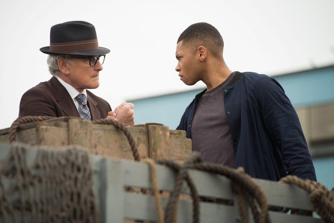 Eine Mission im Jahre 1942 geht gehörig schief und schließlich muss sich Mick zusammen mit einem Historiker aus dem Jahre 2016 auf die Suche nach Ma... - Bildquelle: Warner Brothers