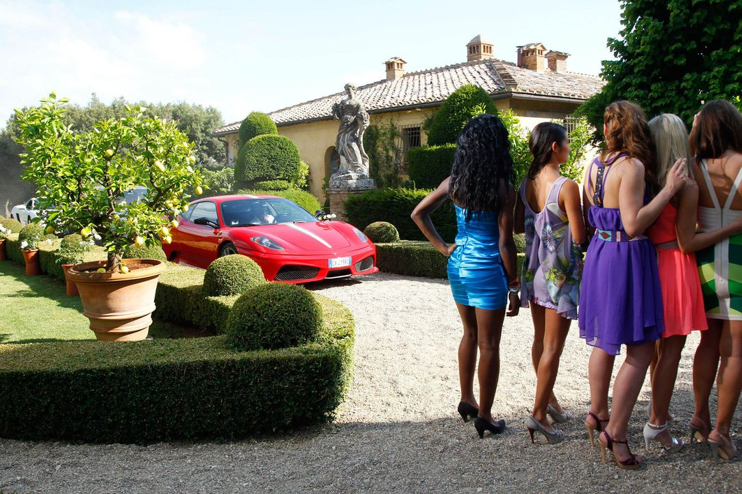 Drei Millionäre treffen auf 20 Single-Frauen - und wollen sich endlich richtig verlieben. Unter der Sonne der Toskana wird geflirtet, was das Zeug... - Bildquelle: Richard Hübner ProSieben