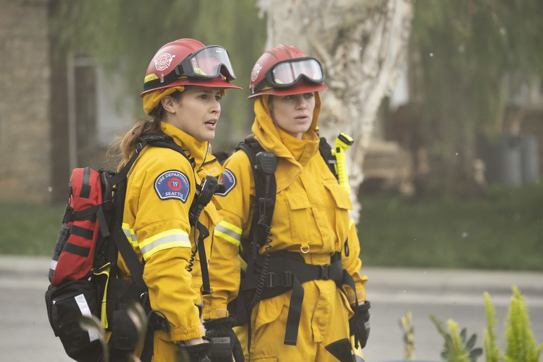 Andy Herrera (Jaina Lee Ortiz, l.); Maya Bishop (Danielle Savre, r.) - Bildquelle: Tony Rivetti 2019 American Broadcasting Companies, Inc. All rights reserved. / Tony Rivetti