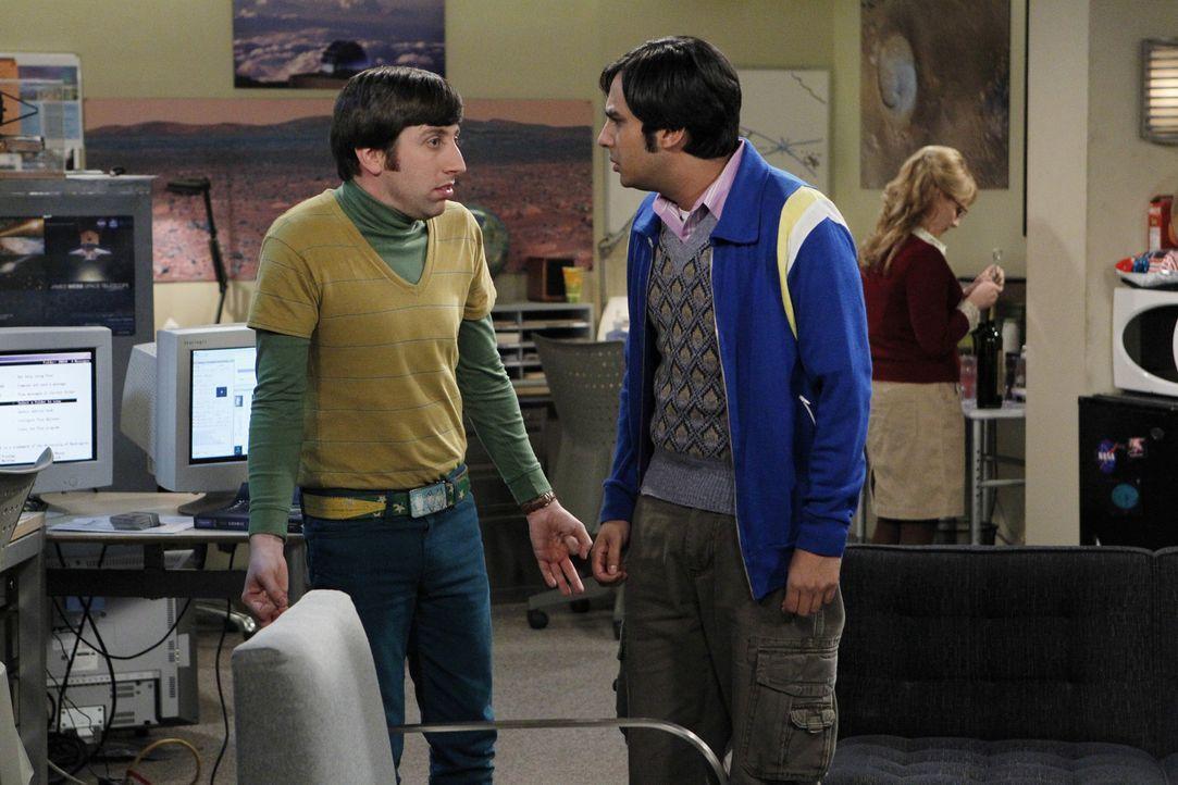 Raj (Kunal Nayyar, M.) kann nicht fassen, dass Howard (Simon Helberg, l.) Bernadette (Melissa Rauch, r.) zu einer Nacht am Teleskop mitgebracht hat... - Bildquelle: Warner Bros. Television