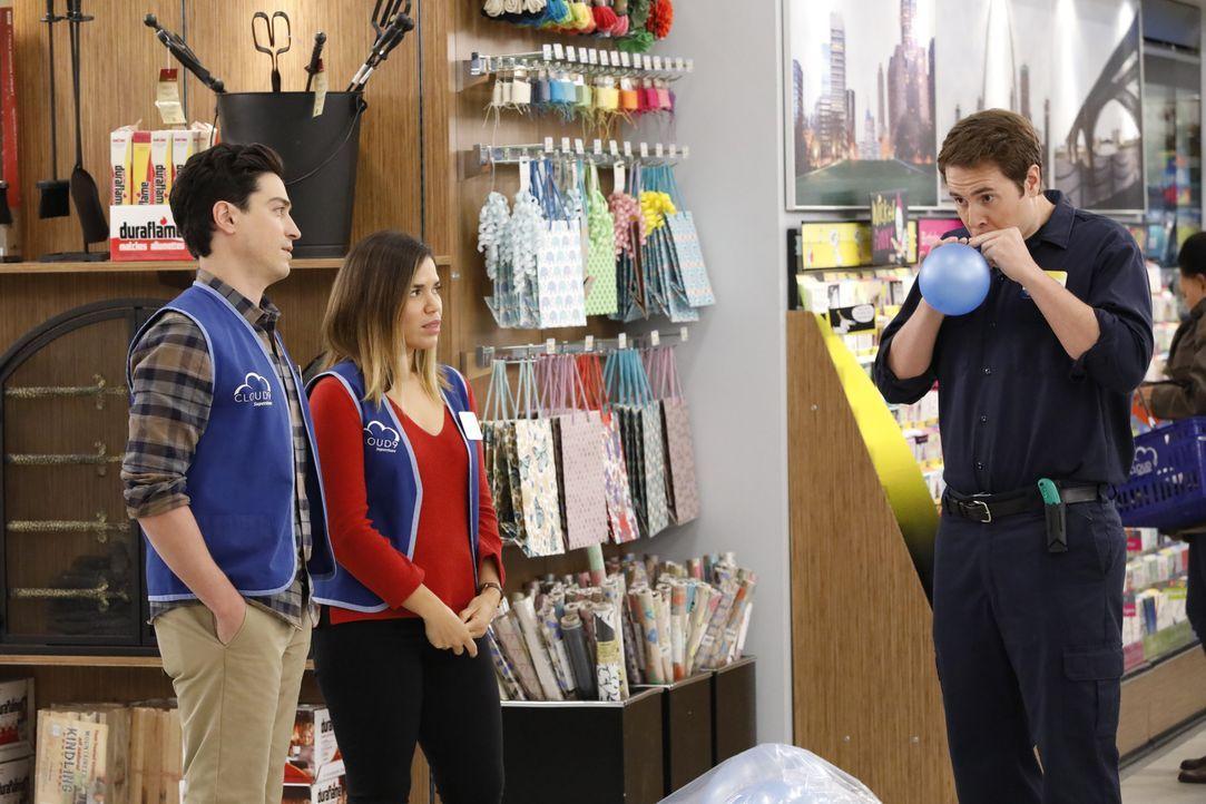 (v.l.n.r.) Jonah (Ben Feldman); Amy (America Ferrera); Marcus (Jon Barinholtz) - Bildquelle: Evans Vestal Ward 2017 NBCUniversal Media, LLC / Evans Vestal Ward
