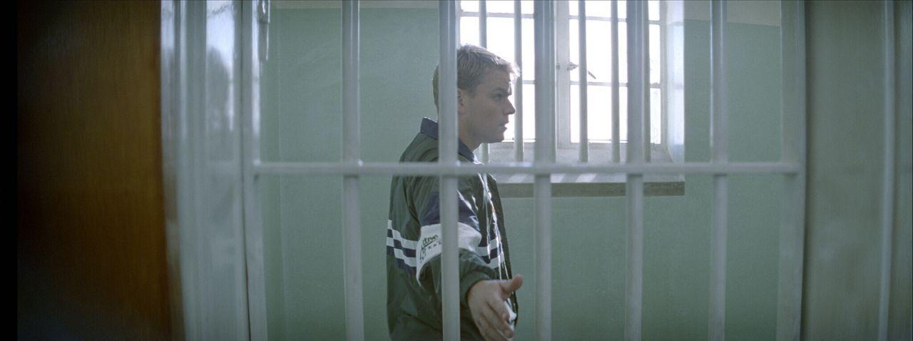 Als Mannschaftskapitän Francois (Matt Damon) die kleine Gefängniszelle sieht, in der Mandela 20 Jahre verbrachte, erkennt er, dass man alles erreich... - Bildquelle: Warner Bros.