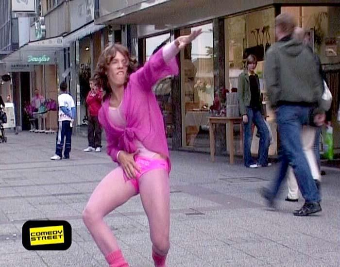 comedystreet-st-04-epi-01-grab-simon-gosejohann-11-prosiebenjpg 700 x 550 - Bildquelle: Guido Ohlenbostel ProSieben