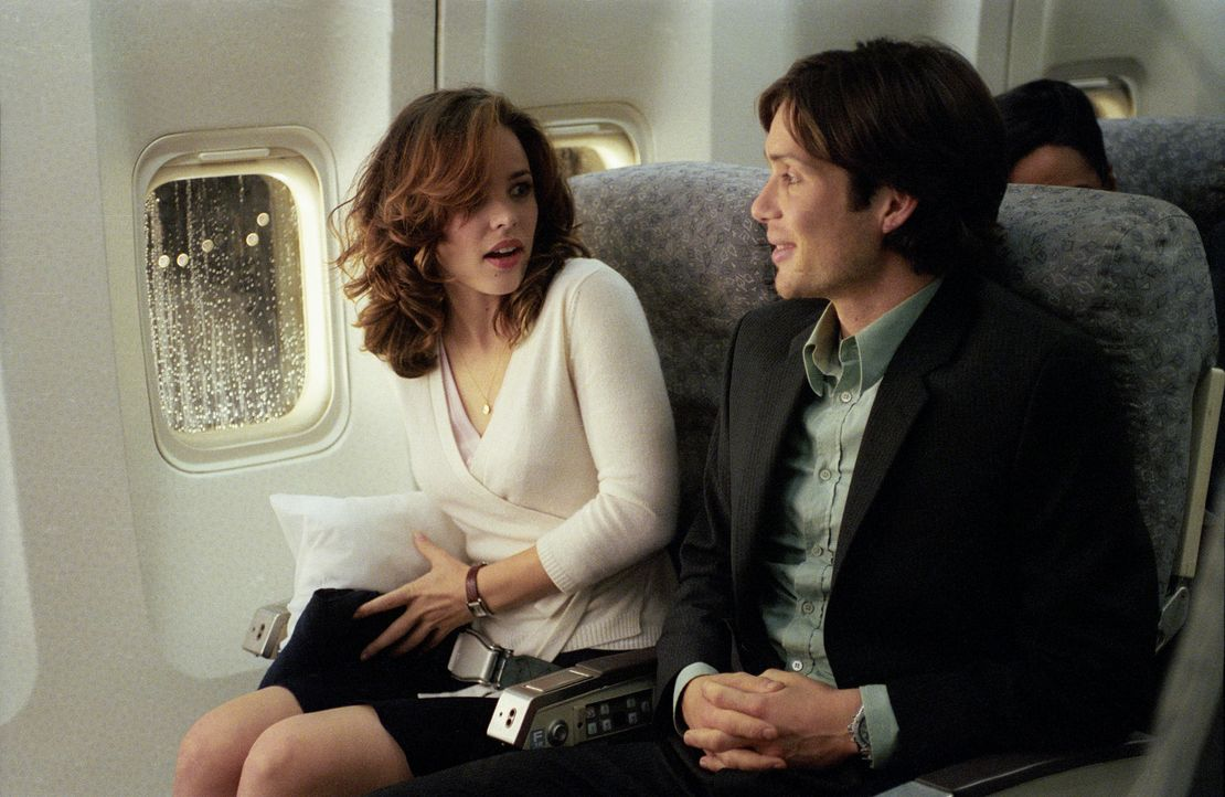 An Bord des Flugzeugs ist Lisa (Rachel McAdams, l.) zunächst noch angenehm überrascht, neben Jackson (Cillian Murphy, r.) sitzen zu dürfen.Doch n... - Bildquelle: Telepool GmbH