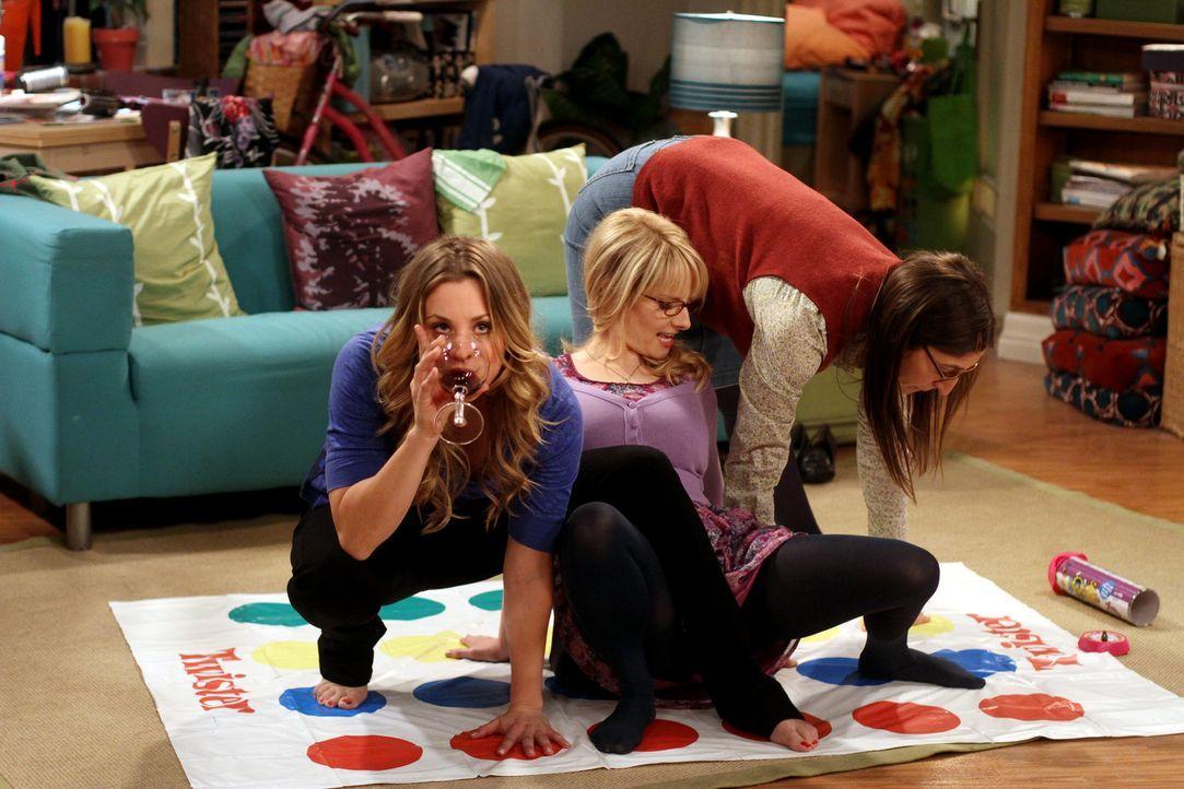 Eine äußerst witzige Frauenrunde: Penny (Kaley Cuoco, l.), Bernadette (Melissa Rauch, M.) und Amy (Mayim Bialik, r.) ... - Bildquelle: Warner Bros. Television