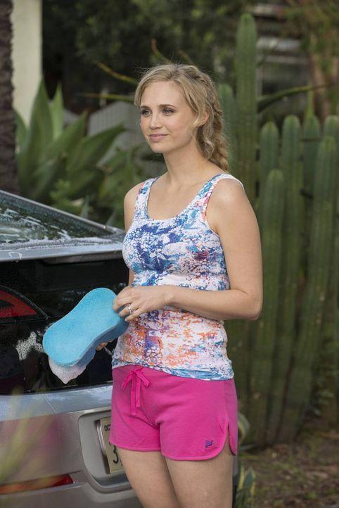 Noch freut sich Jenna (Fiona Gubelmann), dass Ryan nach einem neuen Mitbewohner sucht ... - Bildquelle: 2013 Bluebush Productions, LLC. All rights reserved.