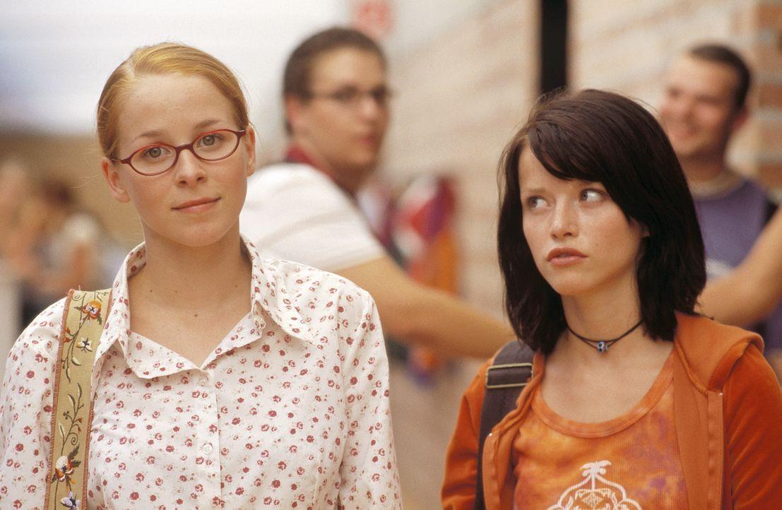 Seit vielen Jahren sind sie beste Freundinnen. Da verliebt sich Caro (Karoline Schuch, r.) ausgerechnet in die nichtsahnende Nicole (Jasmin Schwiers... - Bildquelle: ProSieben