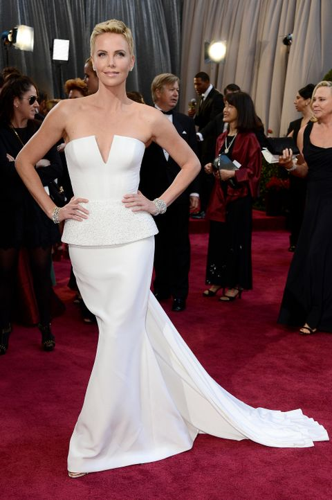 oscar-2013-roter-teppichcharlizetheronjpg - Bildquelle: AFP / GETTY IMAGES NORTH AMERICA