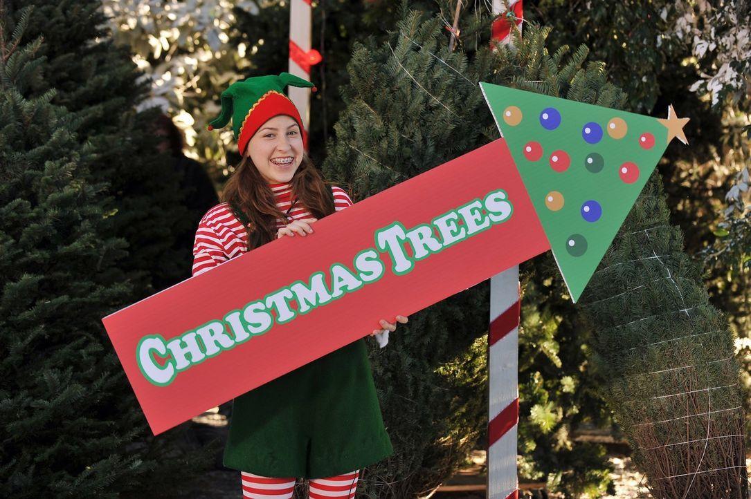 Als Weihnachtself will Sue (Eden Sher) Freude verbreiten, doch da hat sie nicht mit den angriffslustigen Nachbarsjungen gerechnet ... - Bildquelle: Warner Brothers