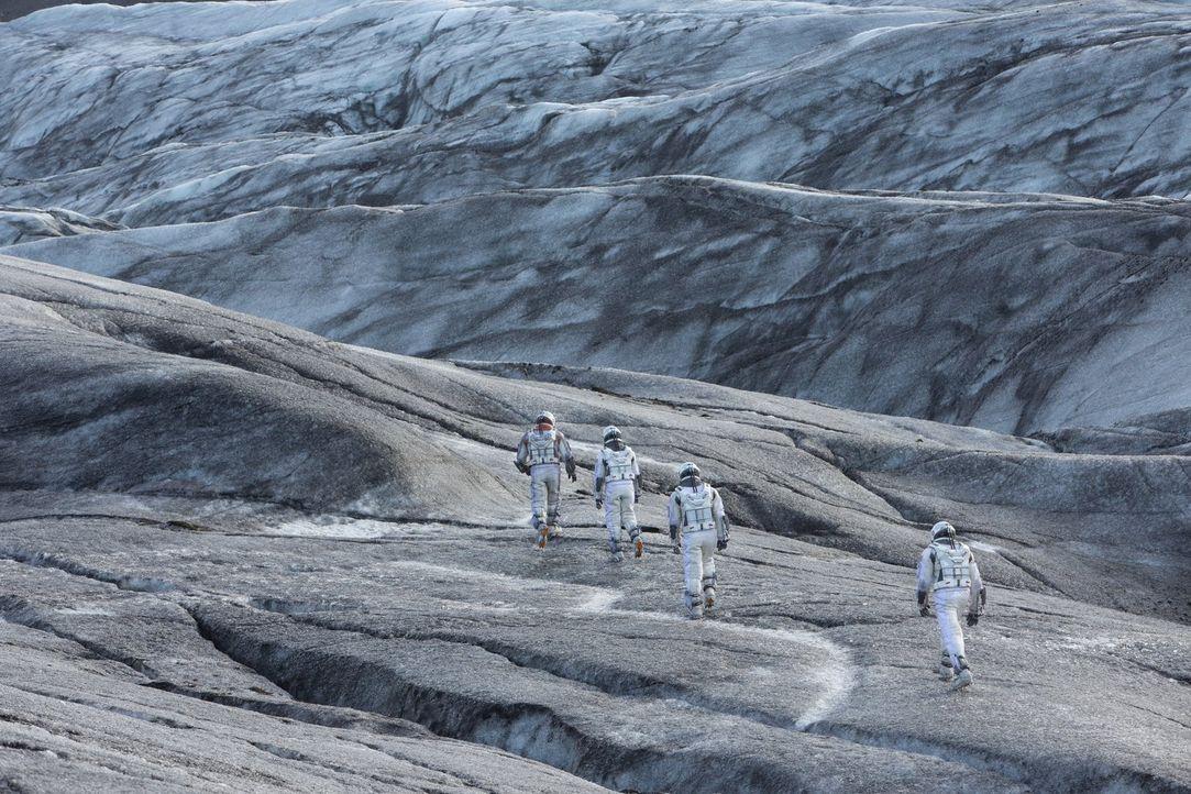 """""""Der Mensch ist auf der Erde geboren, aber nicht unbedingt dazu bestimmt, auf ihr zu sterben!"""" Gibt es tatsächlich im Weltall einen oder mehrere Pla... - Bildquelle: 2014 Warner Bros."""