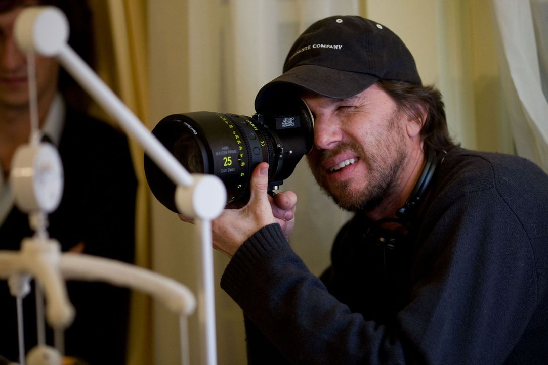 Regisseur Breck Eisner am Set von The Crazies - Fürchte deinen Mächsten - Bildquelle: Saeed Adyani 2010, Overture Films, Participant media, Imagenation Abu Dhabi