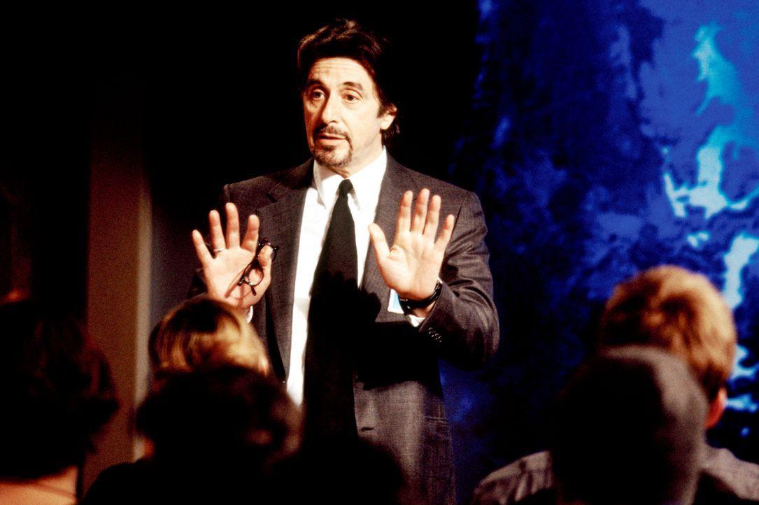 Geschickt agiert CIA-Agent Walter Burke (Al Pacino) als Puppenspieler und Drahtzieher, der seine Schäfchen dahin bringt, wo er sie haben möchte ... - Bildquelle: Kerry Hayes 2003 Spyglass Entertainment Group, LP. All Rights Reserved. / Kerry Hayes