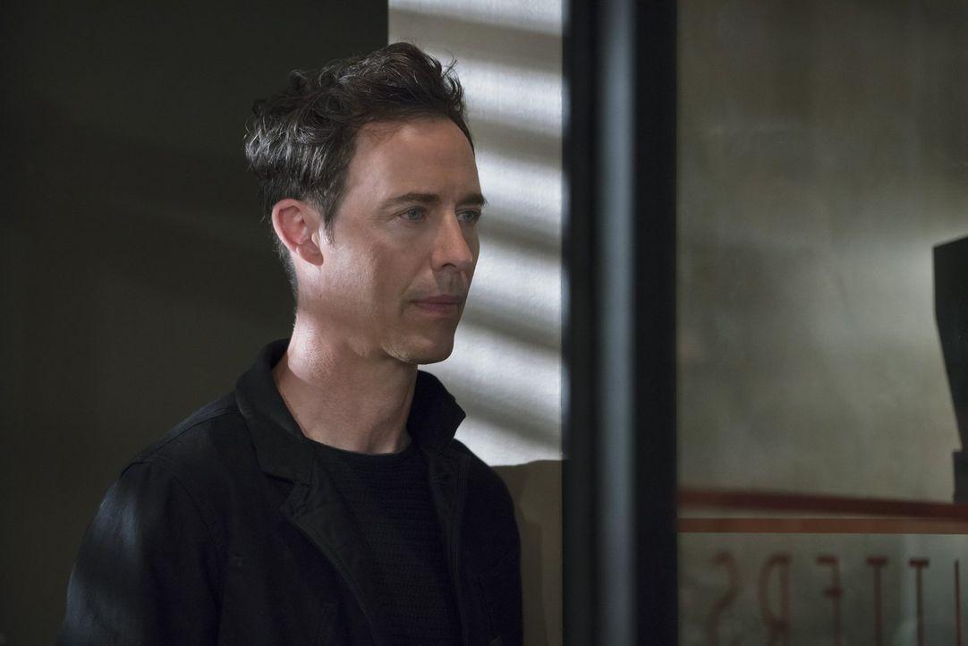 Dr. Wells (Tom Cavanagh), der Doppelgänger des ursprünglichen Wissenschaftlers, gibt vor Flash und seinem Team helfen zu wollen, doch ist er wirklic... - Bildquelle: 2015 Warner Brothers.