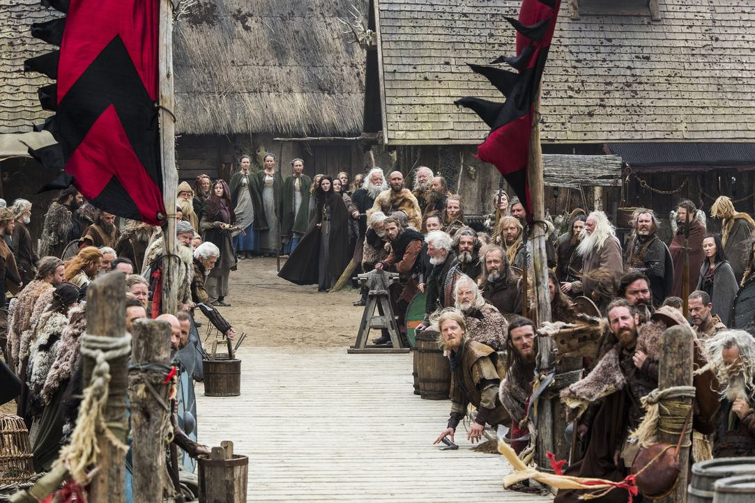 Sind auf die Ankunft von König Horiks Familie gespannt ... - Bildquelle: 2014 TM TELEVISION PRODUCTIONS LIMITED/T5 VIKINGS PRODUCTIONS INC. ALL RIGHTS RESERVED.