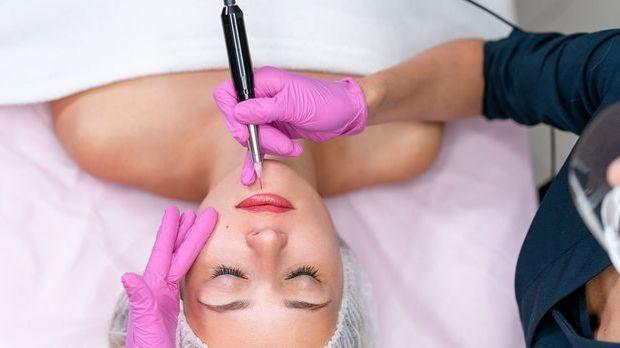 Wie schmerzhaft ist die Behandlung von Aquarell Lips - dem Permanent Make-up...