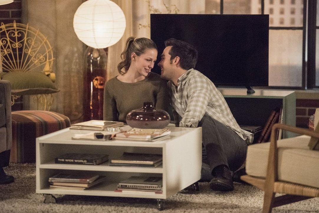 Wie wird das DEO auf die Turteltäubchen Kara (Melissa Benoist, l.) und Mon-El (Chris Wood, r.) reagieren? - Bildquelle: 2016 Warner Brothers