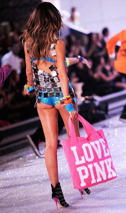 victoria-secret-fashion-show-2011-02-lily-aldridge-afpjpg 1900 x 3195 - Bildquelle: AFP
