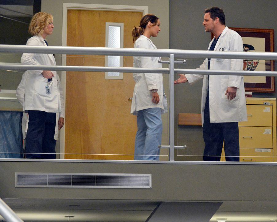 Eine neue Krankenhausdevise wird den Mitarbeitern im Rahmen einer neuerlichen Beschwerde nahegelegt, was Arizona (Jessica Capshaw, l.), Jo (Camilla... - Bildquelle: ABC Studios