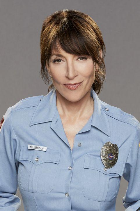 """(1. Staffel) - Die Polizistin Randy DeLuca (Katey Sagal) ist seit Jahren Stammkundin im """"Superior Donuts"""", nicht zuletzt, weil ihr Vater mit Arthur... - Bildquelle: Monty Brinton 2016 CBS Broadcasting, Inc. All Rights Reserved."""