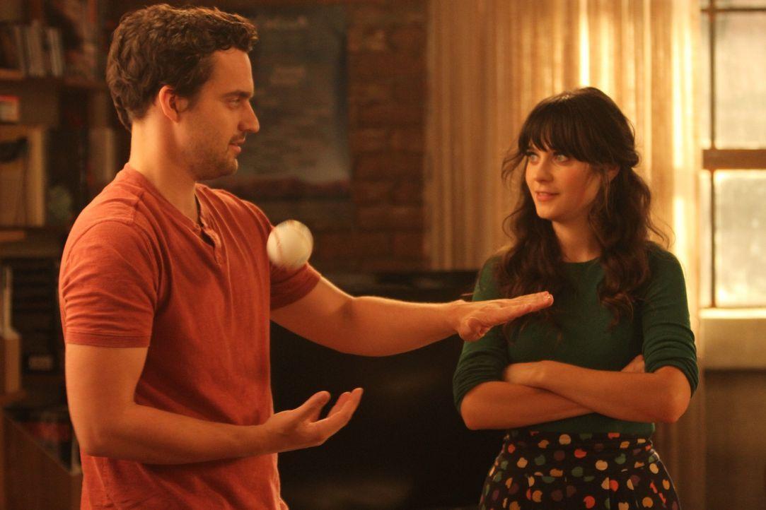 Nur Freunde? Jess (Zooey Deschanel, r.) und Nick (Jake M. Johnson, l.) ... - Bildquelle: 20th Century Fox