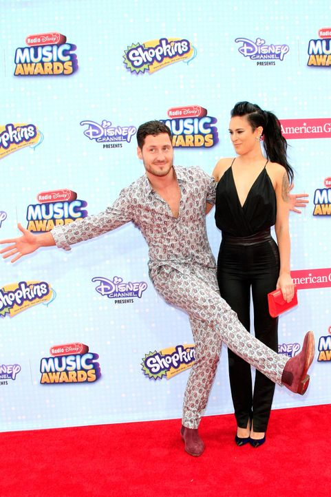 Radio-Disney-Music-Awards-150426-Val-Chmerkovsky-rumer-Willis-12-dpa - Bildquelle: dpa